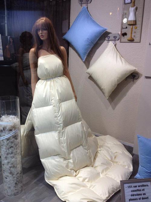 Robe de mariée avec une couette
